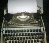 Maquina de Escribir Oli Traveller Usada