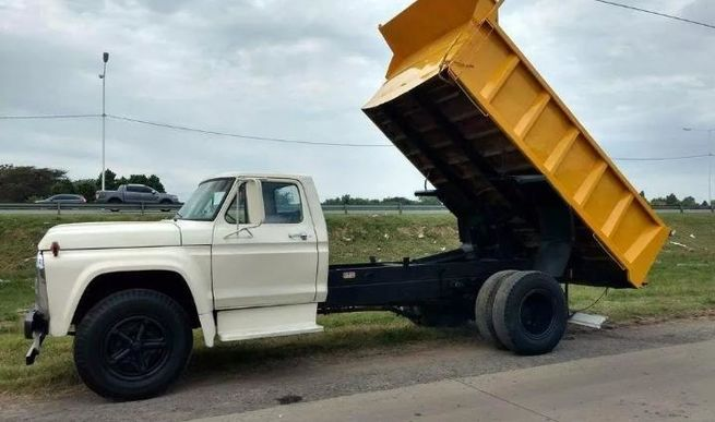 Ford f700 volcador